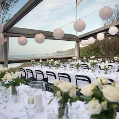 Byron-Beach-Cafe-Wedding-Table-Setting-390x390